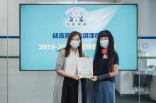 頒發義工證書予港九紡織染業職工總會代表