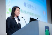 公開大學護理及健康學院講師  鍾玉倩女士 介紹小冊子、網頁及移動應用程式
