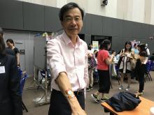 花面貓手繪畫 照片3 護理及健康學院院長李國麟教授