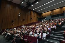 逾二百名嘉賓及義工們出席畢業典禮,場面非常熱鬧!